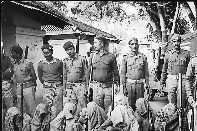 Naxalites arrested by police at Gangabigha in the Nalanda district of Bihar on 23 November, 1985.(HT File)