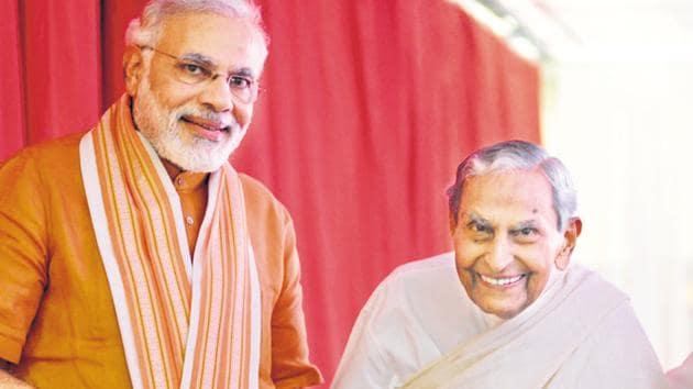 Prime Minister Narendra Modi and Dada JP Vaswani.(HT PHOTO)