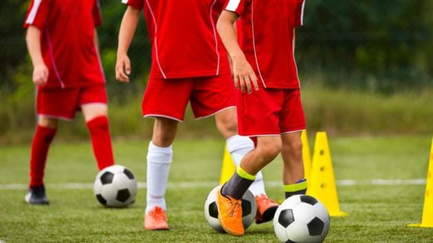 Here's why you should reduce head butting while playing football.(Shutterstock)
