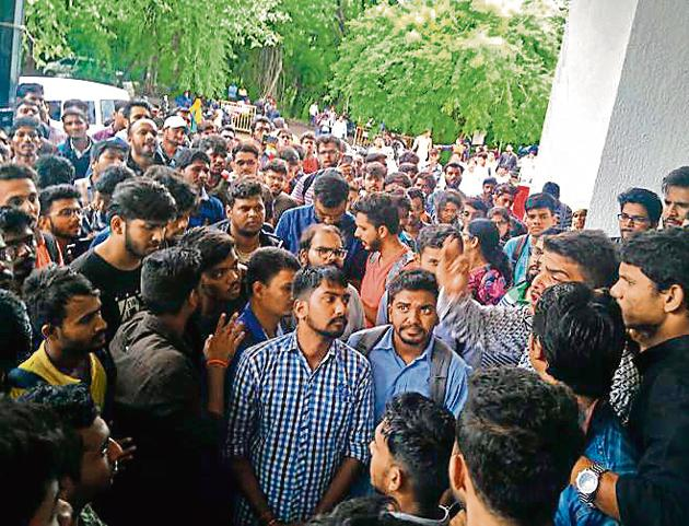 Students from various engineering colleges gathered in front of SPPU's examination centre on Friday, demanding a change in the credit-based exam system.(HT PHOTO)