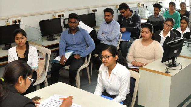 Campus placements for engineering students crossed the 40% mark (and hit 42%) for the first time in five years in 2017-18.(Representative Image/HT Photo)