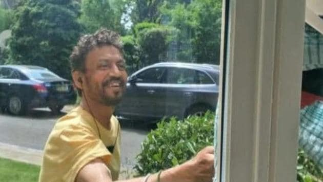 Irrfan Khan gives a big smile to someone in this photo.(Twitter)
