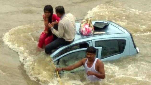 Villagers help the passengers reach the river bank at Taloja.(HT Photo)