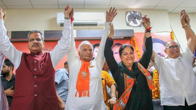 Rajasthan BJP president Madan Lal Saini raises hands with BJP senior leader Om Mathur, Rajasthan chief minister Vasundhara Raje and former president Ashok Parnami at BJP Office, in Jaipur.(PTI File Photo)