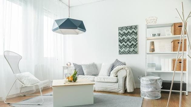 White and clean walls, simple textures, and blending decor makes minimalist design spaces large and inviting.(Shutterstock)