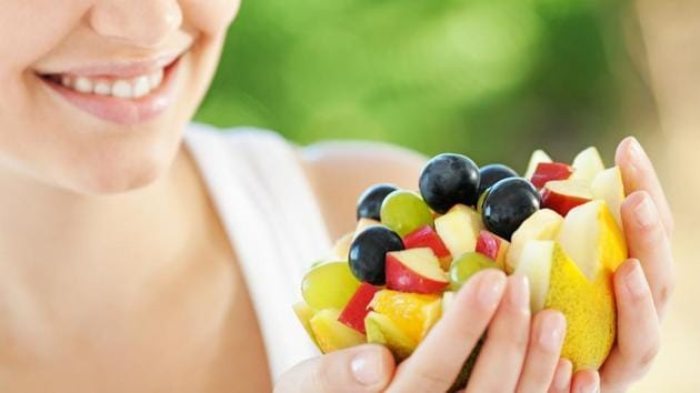 The study shows that women who ate more than 5.5 servings of fruits and vegetables each day had an 11% lower risk of breast cancer than those who ate only 2.5 or fewer servings.(Shutterstock)