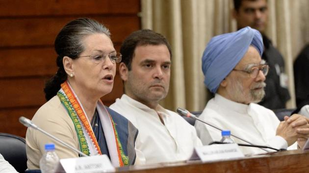 UPA chairperson Sonia Gandhi speaks as Congress president Rahul Gandhi and former PM Manmohan Singh look on at the Congress Working Committee meeting in New Delhi on Sunday.(HT Photo)