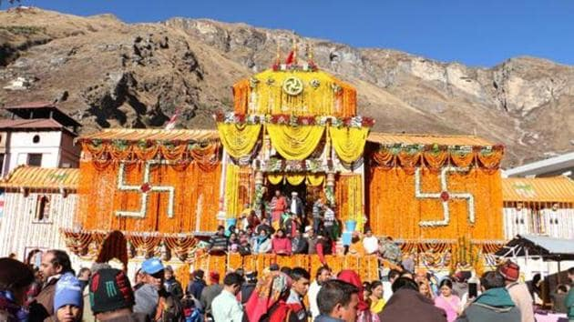Badrinath shrine is one of the Chardham located in Garhwal hills along the banks of the Alaknanda River in Chamoli district.(HT File Photo)