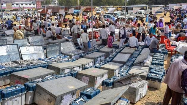 Polling and presiding officers collect electronic voting machines and voter verifiable paper audit trail machine along before voting for the Phulpur Lok Sabha by-election.(PTI)