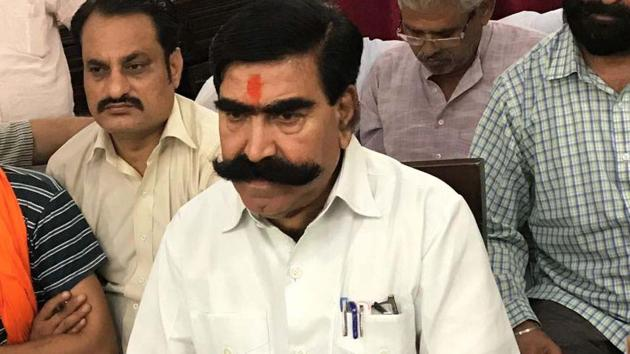 File photo of BJP MLA from Ramgarh Gyandev Ahuja speaking to media persons in Alwar circuit house.(HT Photo)