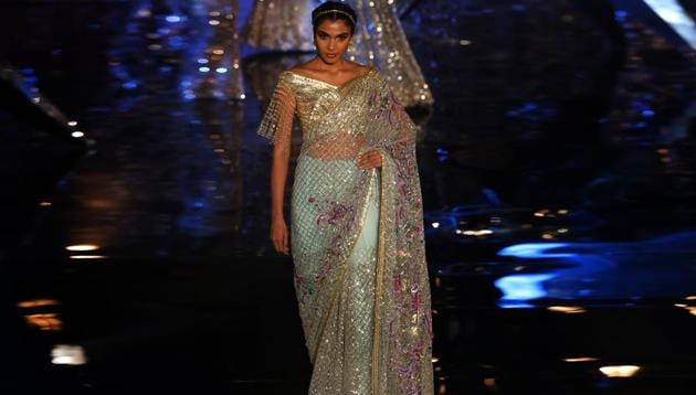 How does a modern bride interpret her version of a saree. Designer Suneet Varma made it easy for every to-be-bride with his show at the India Couture Week 2018 on Friday.(Amal KS/HT Photo)