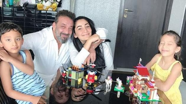Sanjay Dutt and Manaayataa regularly treat their fans with cute pictures of the family.(Instagram)