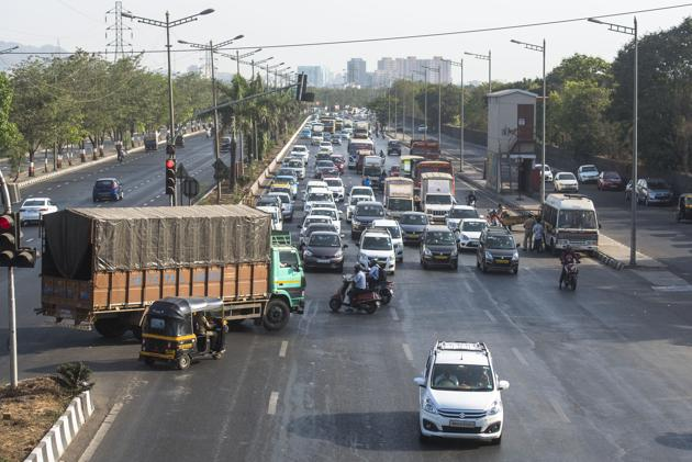 Godrej Soap Gate signal on the express highway, at Vikhroli, is one of the most dangerous driving spots.(Pratik Chorge/HT Photo)