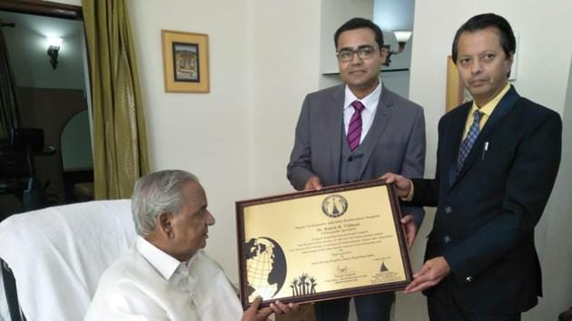 Governor Kalyan Singh presents the certificate of world record to Dr Ranat Ramjas Vishnoi in Jaipur on Saturday.(HT PHOTO)