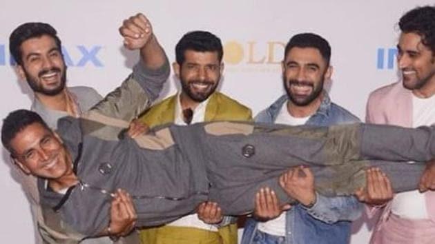 Akshay Kumar with his Gold team.