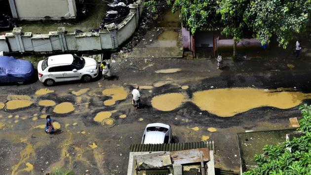 Potholes at Sion in Mumbai(HT Photo)