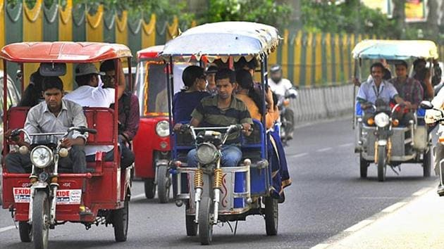 There are 236 roads where these e-rickshaws have been prohibited.(Sunil Ghosh/HT File Photo)