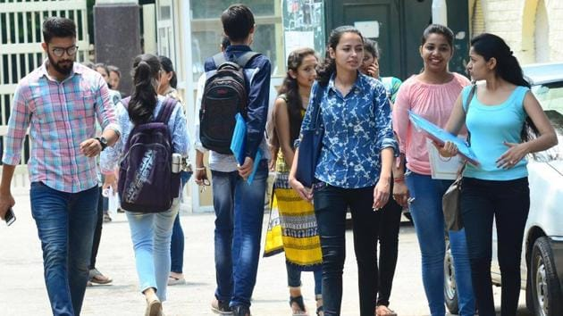 Young and studying in Delhi? You can soon get your Learner's Driving licence from your college itself, says transport minister Kailash Gehlot.(Ravi Kumar/Hindustan Times)