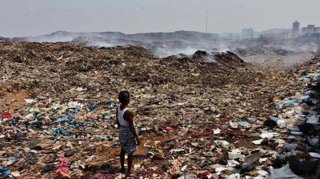 The Deonar dumping ground holds around 12 million tonnes of waste that is generated by Mumbai(HT File Photo)