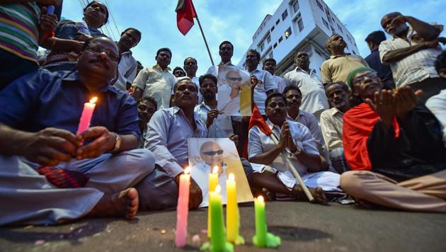 DMK supporters gather near the Kauvery Hospital, in Chennai on Tuesday, Aug 7, 2018. Party chief M Karunanidhi passed away at the hospital after a prolonged illness.(PTI)