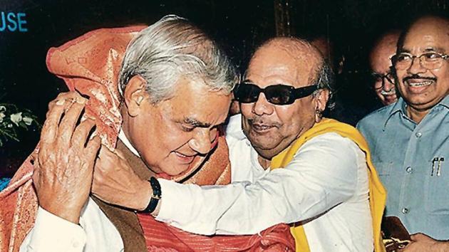M Karunanidhi enjoyed a close relationship with former Prime Minister Atal Bihari Vajpayee.(HT Archives)