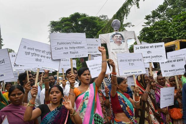 Bahujan Azad Party workers shout slogans during a protest against Muzaffarpur shelter home rape case, in Patna on August 7, 2018.(PTI)