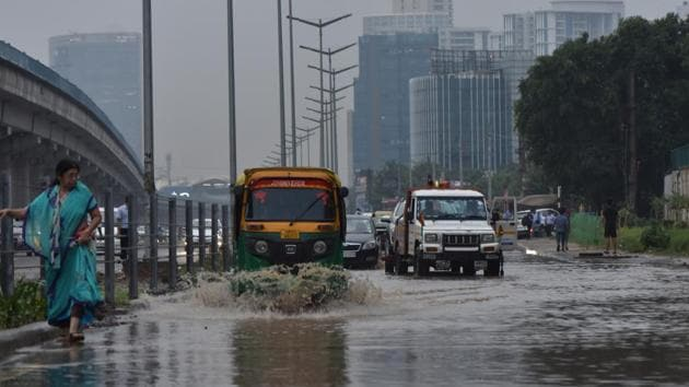 GMDA needs to build a stormwater drain that will address waterlogging on the Golf Course Road.(Yogesh Kumar/HT Photo)