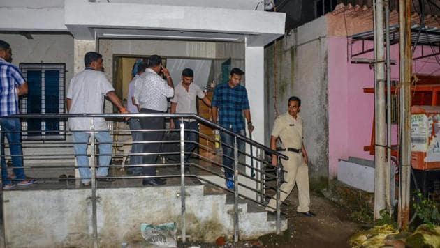 Members of Maharashtra's anti-terrorism squad raid the house of Sanatan Sanstha member Vaibhav Raut at Nalasopara in Palghar on Friday.(PTI photo)