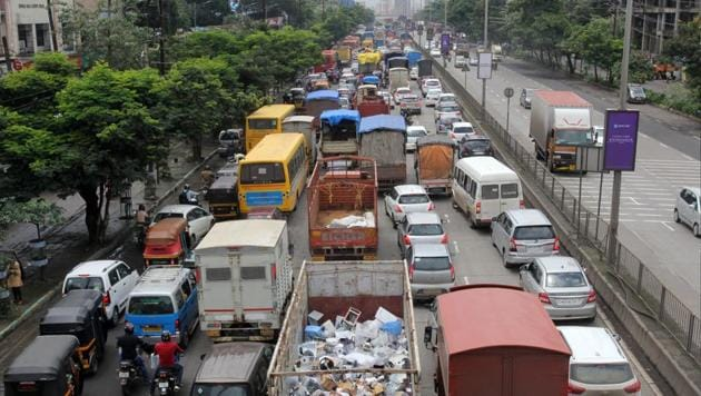 The traffic jam on GB Road due to disruption in train services and vehicle breakdowns on Friday.(Praful Gangurde/ HT Photo)