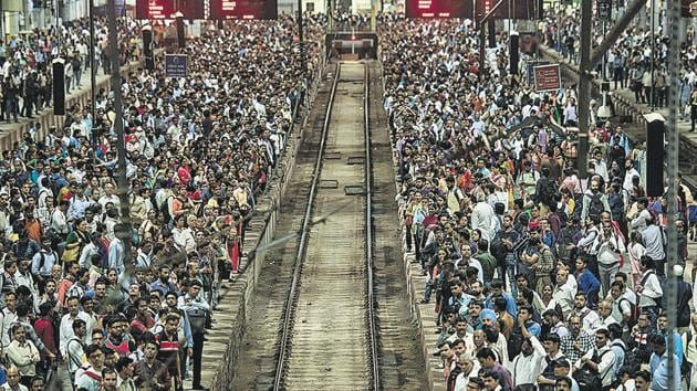 A sea of commuters at CSMT station on Friday.(Pratik Chorge/HT Photo)
