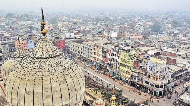 A view of Old Delhi and Chandni Chowk from Jama Masjid.(Ajay Aggarwal/ HT Photo)