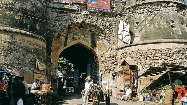 The historic Dilli Darwaza in Farrukhnagar has been turned into a small market now.(Sanjeev Verma/HT Photo)