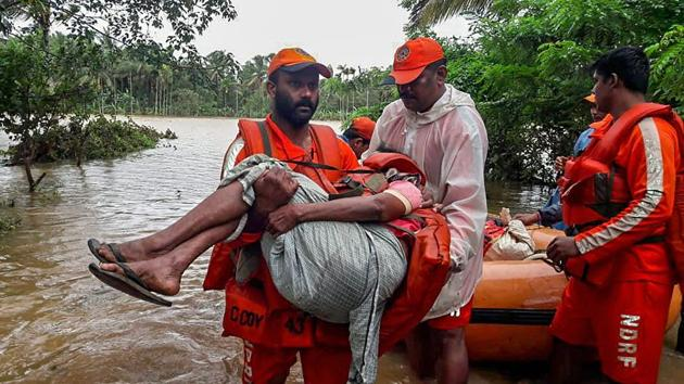 NDRF personnel rescue the flood-hit people in Wayanad, Kerala on Saturday, August 11, 2018.(PTI)