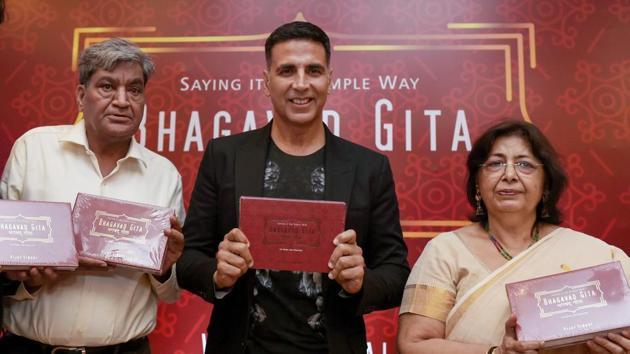 Akshay Kumar launches author Vijay Singal's adaptation of Bhagavad Gita
