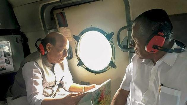 Union home minister Rajnath Singh with Kerala chief minister Pinarayi Vijayan conduct an aerial survey of flood-affected areas of Kerala on Sunday.(PTI Photo)