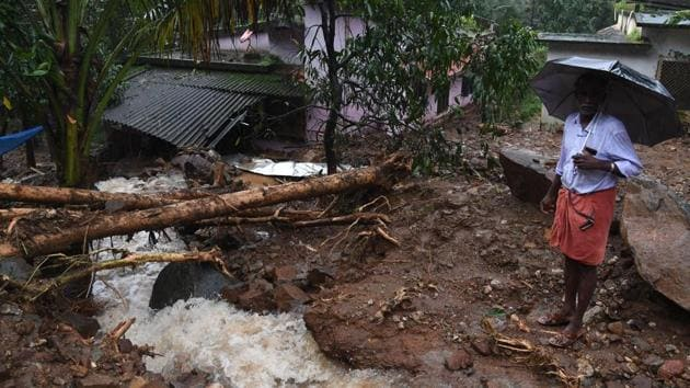 Uprooted tree seen in north Kerala's Kannur district after heavy rains with flash floods hit Kerala, on August 9, 2018.(HT Photo)