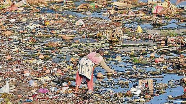 Polluted waters in the national capital.(HT File)