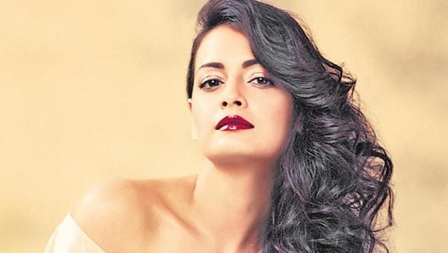 Actor Dia Mirza said her hair care regime includes oiling her hair once a week and deep conditioning.(HT file photo)
