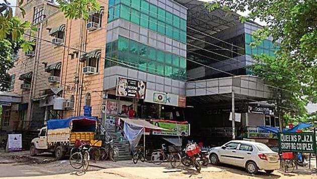 It has been alleged that the borewell in the shopping complex is illegal. However, the owner claims it was set up before 2011.(HT Photo)