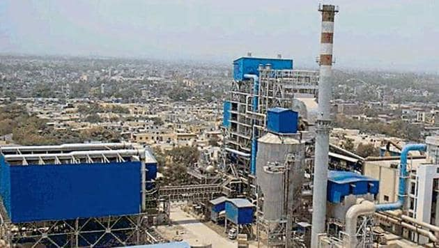 The EDMC is waiting for approval from the environment ministry to increase the capacity of the waste-to-energy plant in Okhla.(HT Photo)