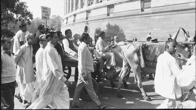 <p>A 1973 photo of Atal Bihari Vajpayee arriving at Parliament House on a bullock cart to protest against the increase in petrol and kerosene prices.</p> (HT...