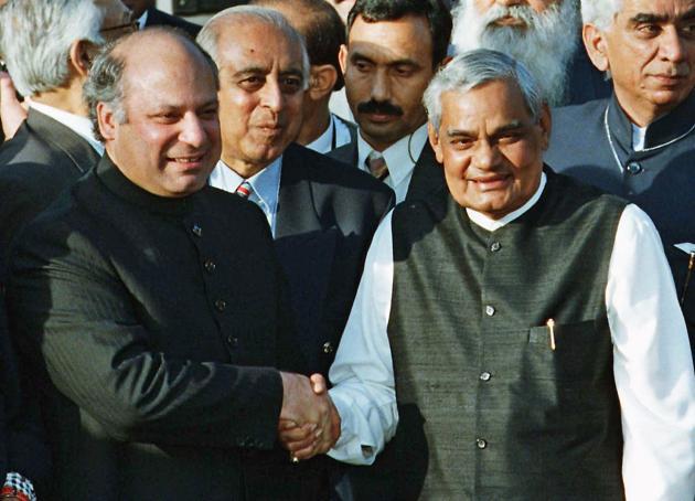 Pakistani Prime Minister Nawaz Sharif, left, receives Indian Prime Minister Atal Bihari Vajpayee at the Wagah border, Pakistan.(AP)