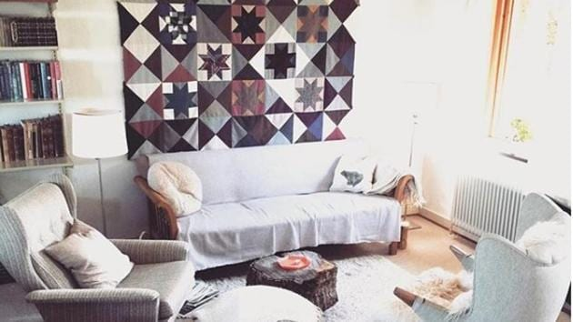 Put up a contemporary carpet on the wall to serve as a backdrop for a photo collage or a crockery collection.(Instagram)