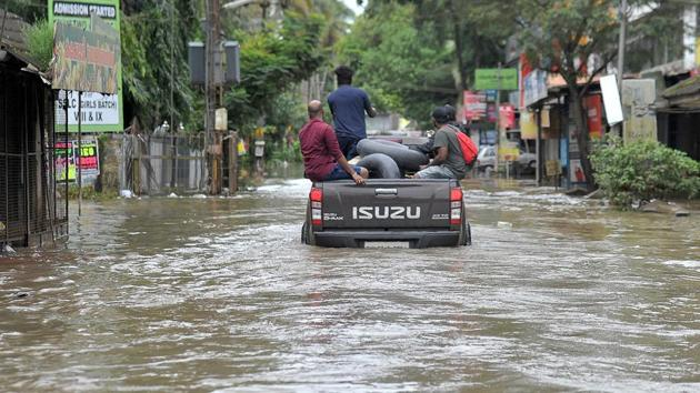 Heavy rainfall led to massive floods in Kerala leaving thousands homeless and disrupting all transport services including rail, road and air. Nearly 2 lakh people have been shifted to over 1,500 camps so far.(AFP)
