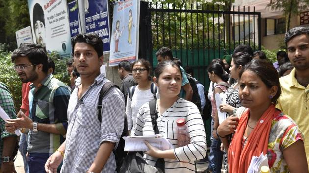 IBPS RRB office assistants preliminary exam 2018 was held on Saturday. The exam was conducted in four time slots: 2 each in morning and evening.(Arvind Yadav/HT file)