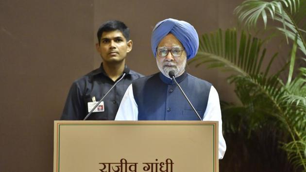NFormer Prime Minister Manmohan Singh addresses the Rajiv Gandhi National Sadbhavana Award on the occasion of former Prime Minister Rajiv Gandhi's 74th birth anniversary at Jawahar Bhawan in New Delhi, on Monday.(Sonu Mehta/HT Photo)