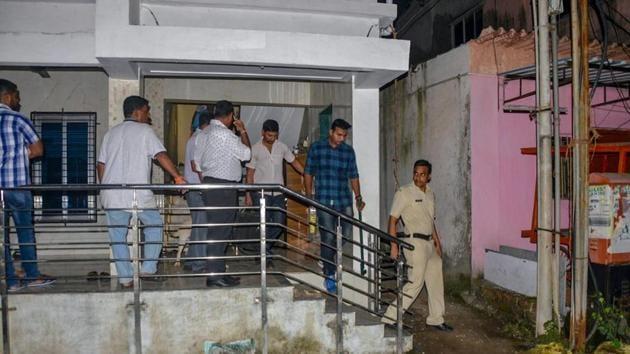 Maharashtra Anti-Terrorism Squad (ATS) personnel raid the house of a Sanatan Sanstha member Vaibhav Raut at Nalasopara, in Palghar.(PTI/File Photo)