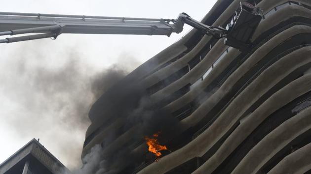 Fire at Crystal Tower in Parel, Mumbai on Wednesday.(Pratik Chorge/HT Photo)