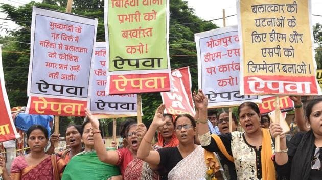 AIPWA activists taking out a protest march against Bihiya incident, in Patna on Wednesday.(AP Dube / HT Photo)