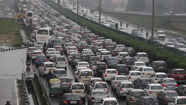 The industry owners, on Thursday, sent a reminder to the NHAI to consider their proposal for a straight underpass on the Gurgaon-Delhi Expressway, so that the Delhi-bound traffic and the traffic headed for Udyog Vihar do not affect each other.(HT Picture for representation)